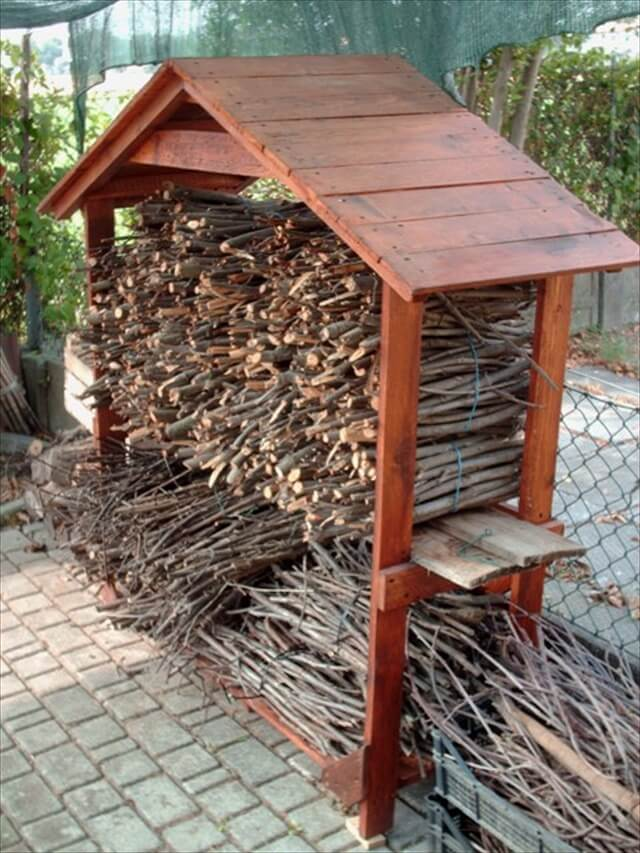 DIY Pallet House for Firewood | 99 Pallets