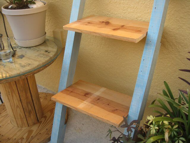 Leaning Shelf from Pallets