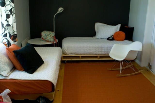Make a DIY Pallet Bed