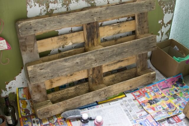 DIY Pallet Bookshelf Project