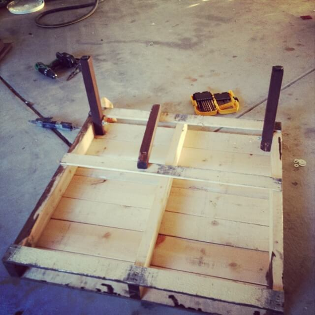 Build a Pallet Coffee Table