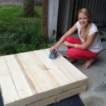 DIY Tutorials: DIY How to Build a Pallet Coffee Table