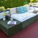 DIY Pallet Project: Patio Pallet Daybed