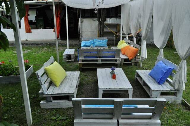 Garden Furniture Out Of Crates pallet outdoor furniture | 99 pallets