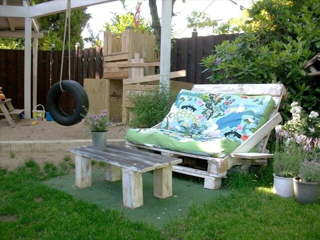 DIY Sofas Made from Pallet