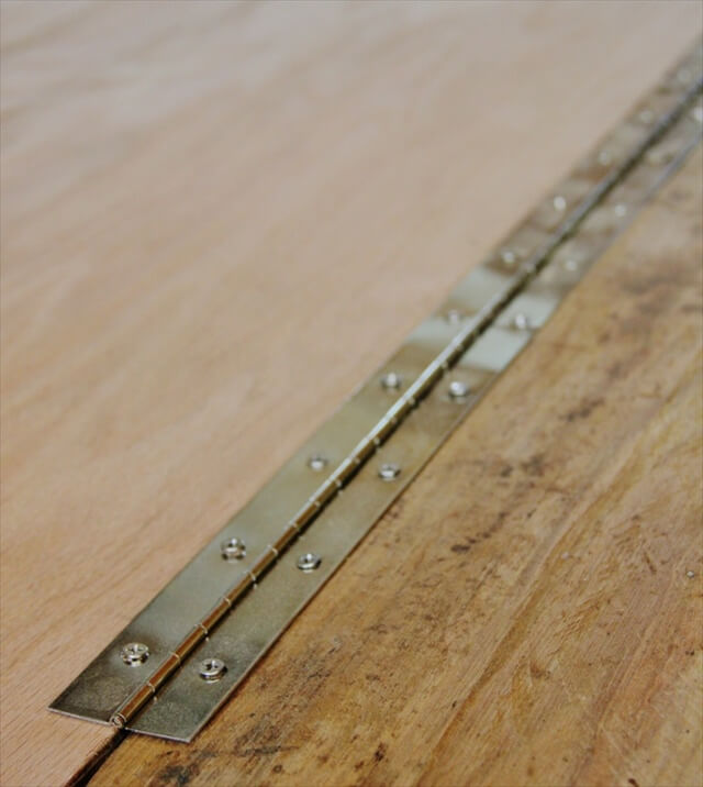 Diy Pallet Folding Desk 99 Pallets