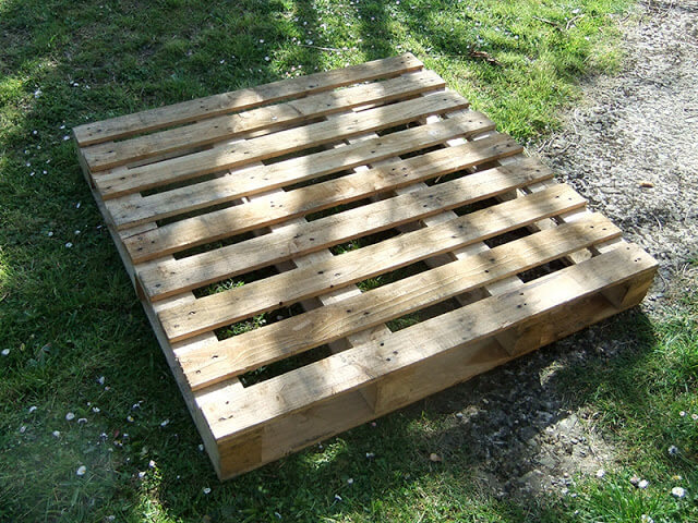 How to make a strawberry pallet planter 99 pallets for Making planters from pallets