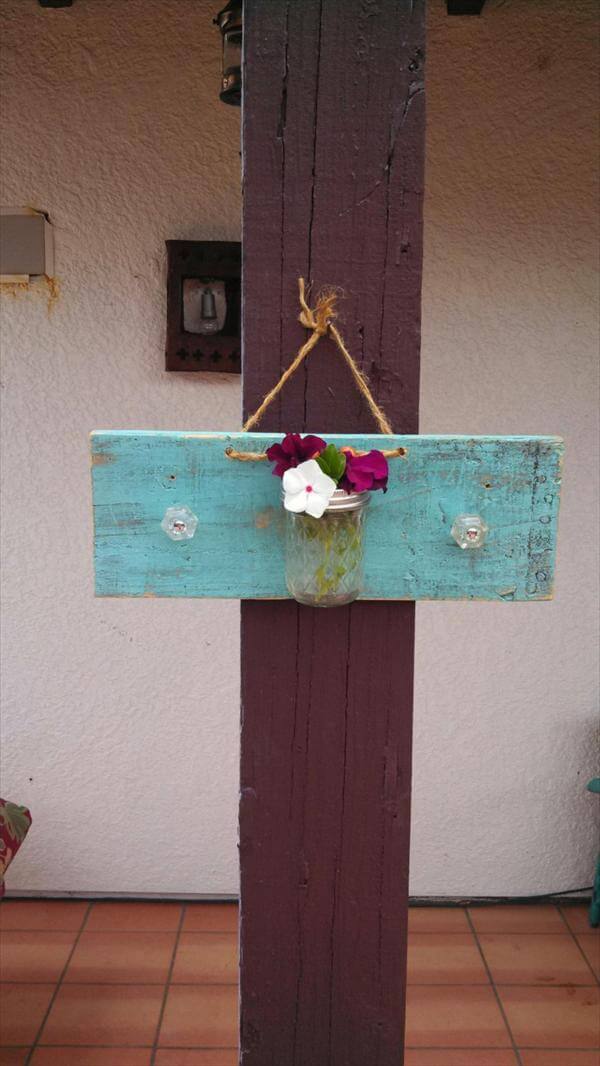 Diy Pallet Mason Jar Hanging Wall Accents 99 Pallets