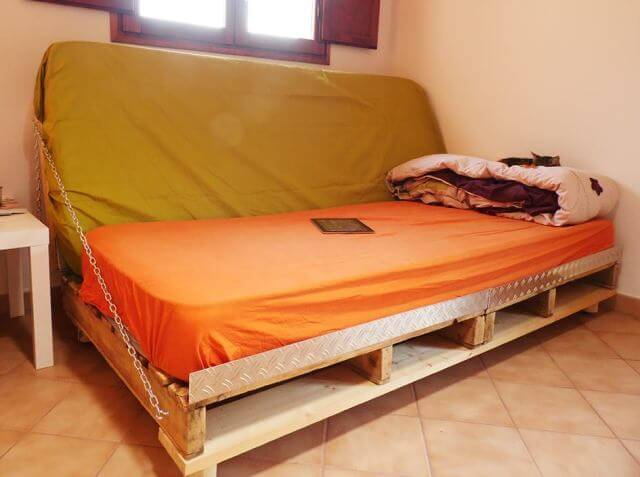 DIY Pallet Sofa Bed 99 Pallets