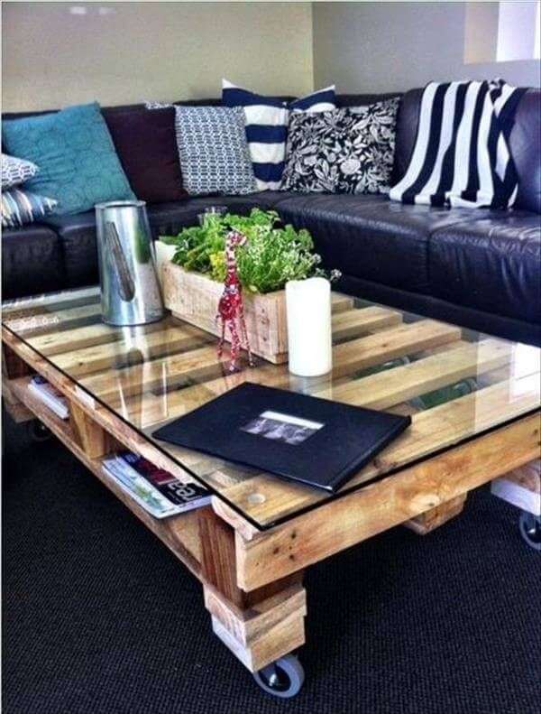 25 unique diy pallet table ideas 99 pallets - Table basse en palette de bois ...