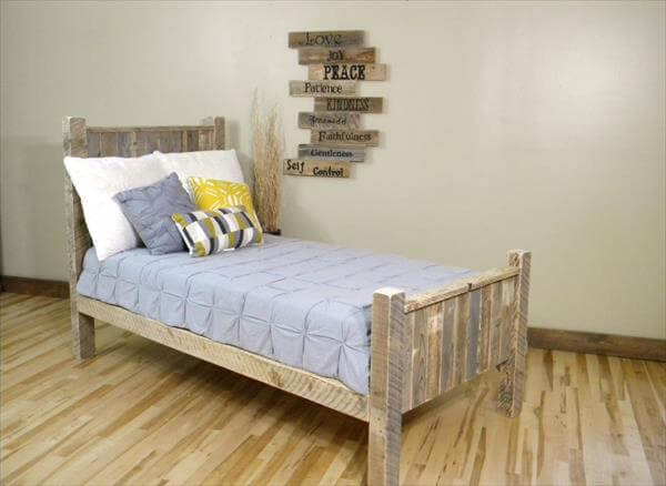 5 DIY Beds Made From Wooden Pallets : 99 Pallets