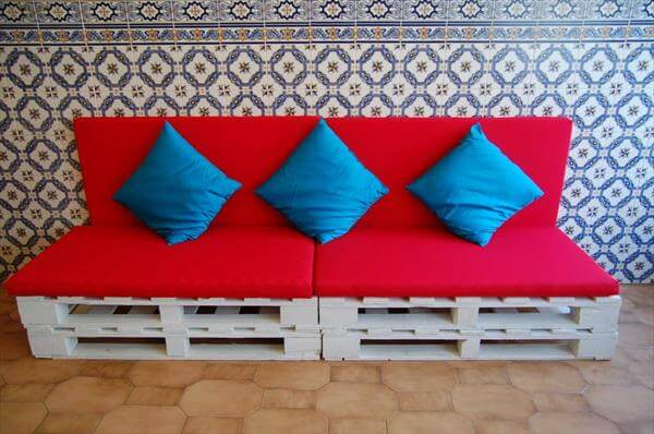 diy pallet sofa with cushions and pillows