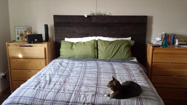 Do It Yourself Pallet Headboard