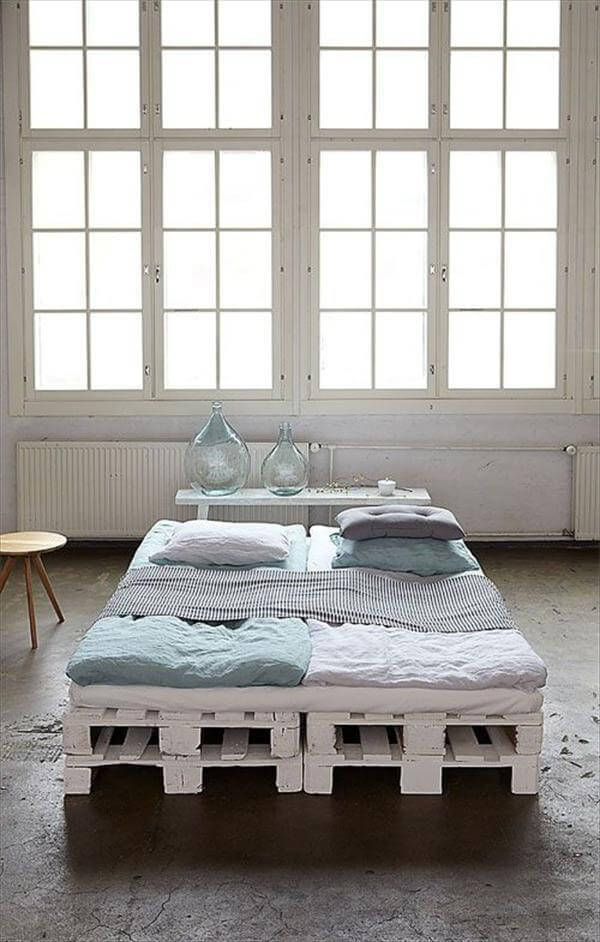 reclaimed pallet bed