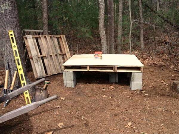 Diy pallet chicken coop plans 99 pallets for Pallet chicken coup