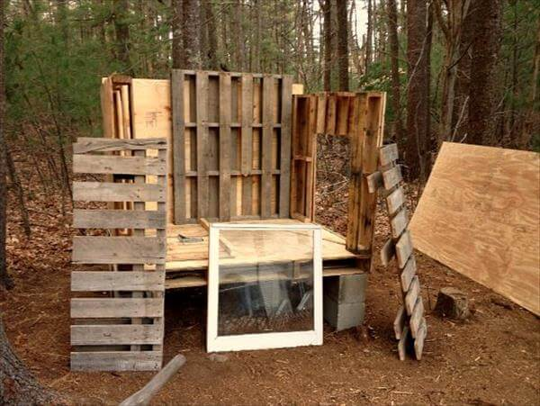 Diy pallet chicken coop plans 99 pallets for How to build a chicken coop from wooden pallets