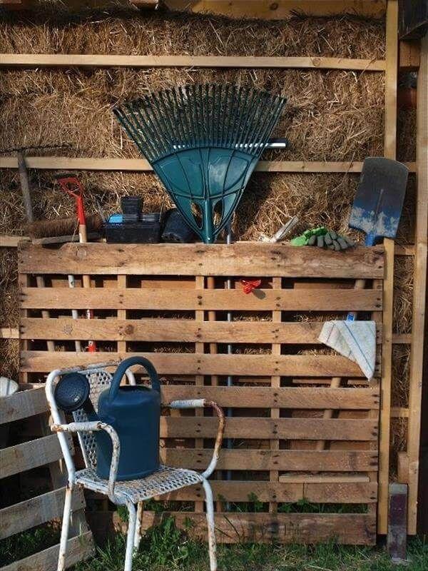 DIY Pallet Tools Rack