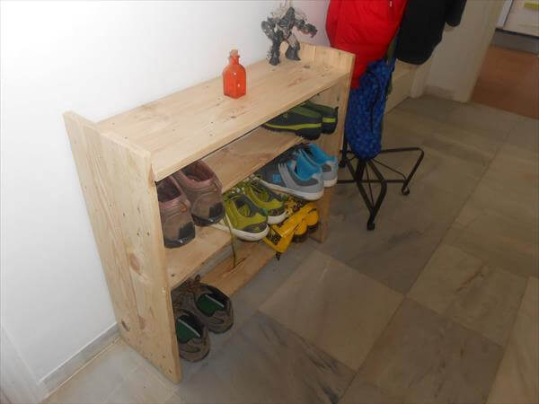 DIY Shoe Rack from Pallet Wood