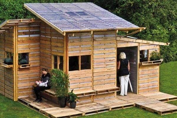 reclaimed pallet house design