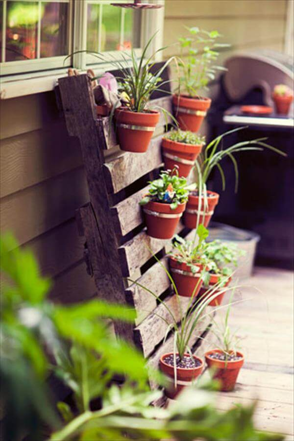 repurposed pallet vertical planter