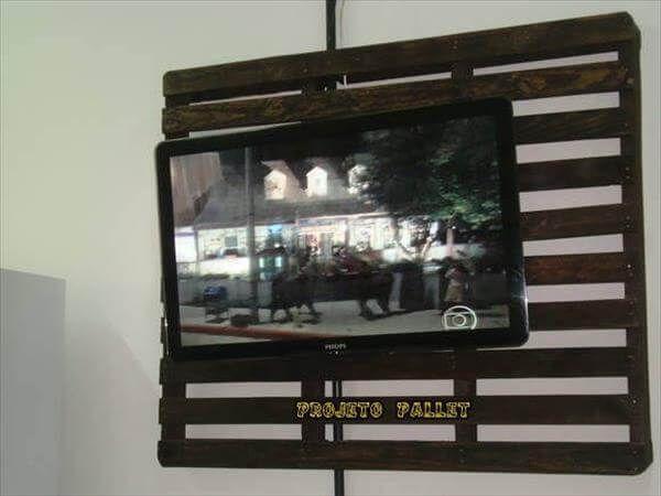 reclaimed pallet TV panel