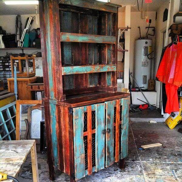 DIY Pallet Hutch 99 Pallets