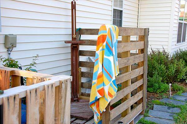 Recycled Pallet Shower Area