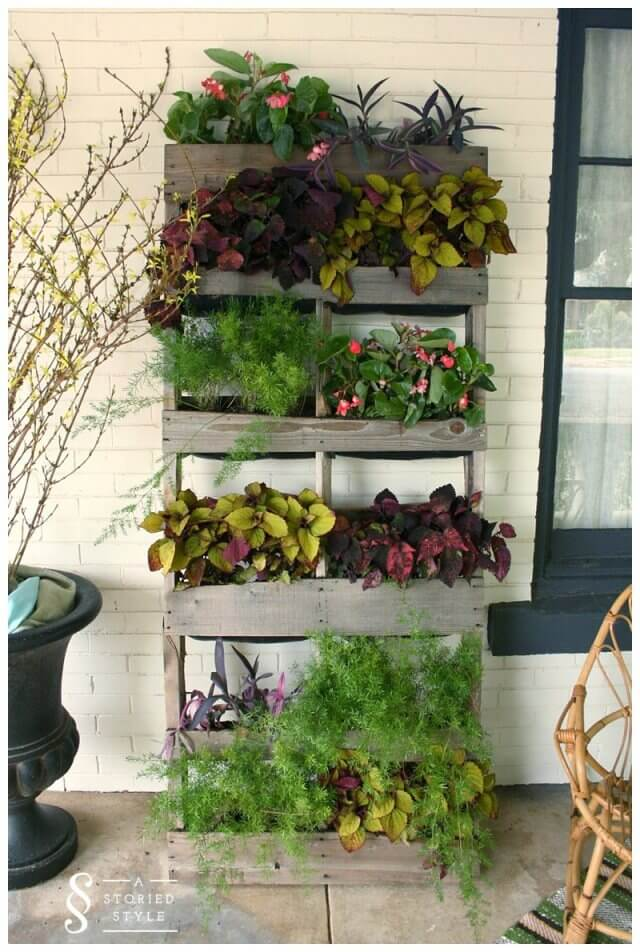 Using Pallets for a Garden - Pallet Vertical Planter | 99 ...
