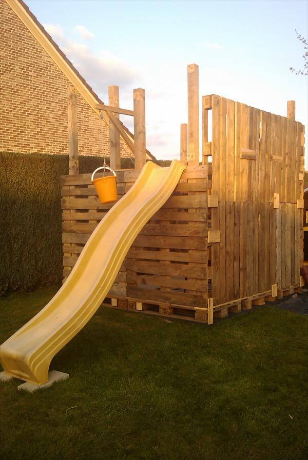 upcycled pallet playhouse