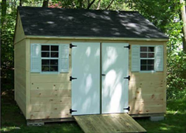 salvaged pallet shed
