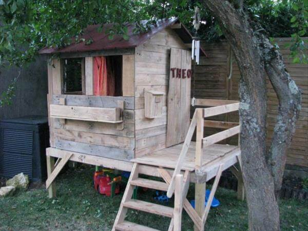 Build easy diy playhouse from pallets 99 pallets for How to make a playhouse out of wood