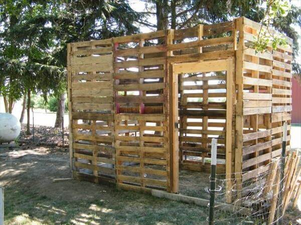 recycled pallet chicken coop