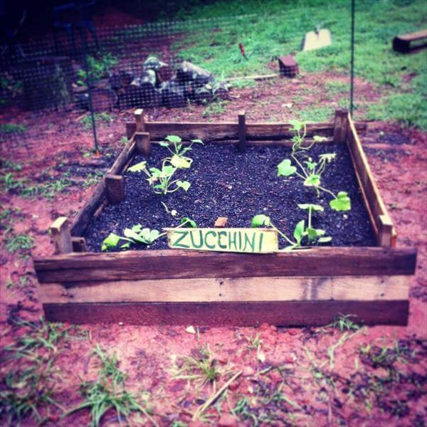 reclaimed pallet garden bed