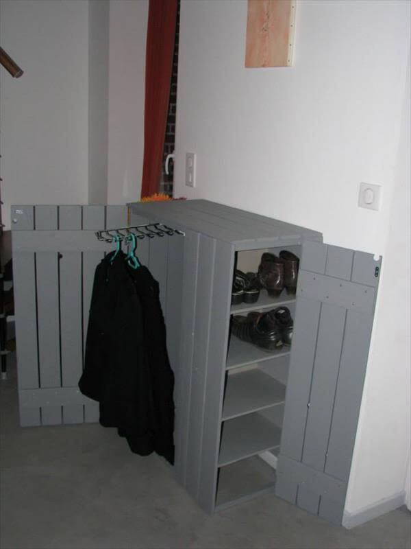 reclaimed pallet closet