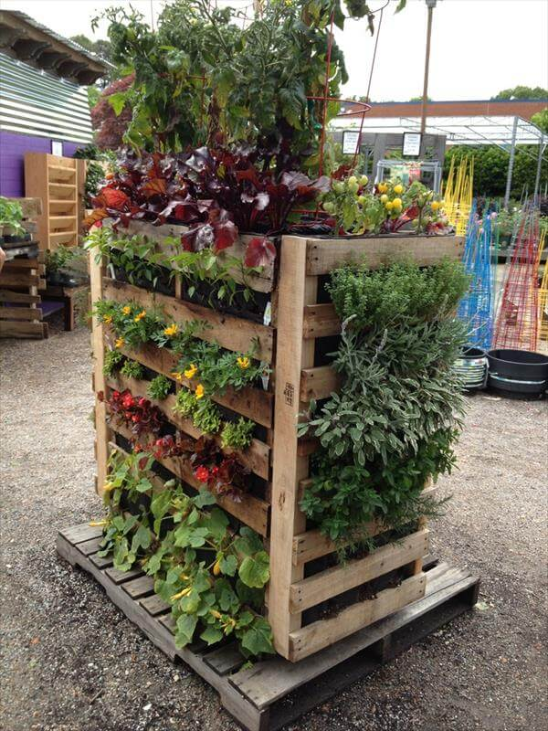 Diy pallet gardens 20 creative ways to use pallets 99 for Vertical pallet garden