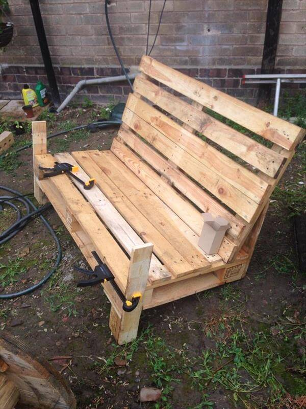 Pallet two seater bench 99 pallets for How to build a wooden bench with a back