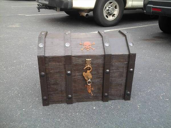pallet treasure box cooler