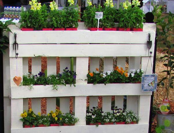 upcycled pallet planter