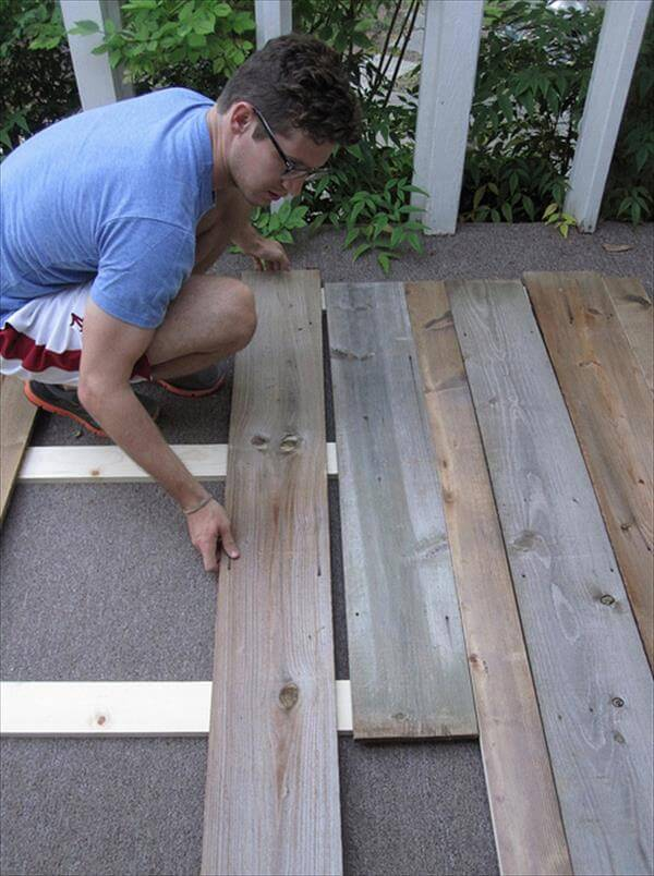 arranging of stripped pallets
