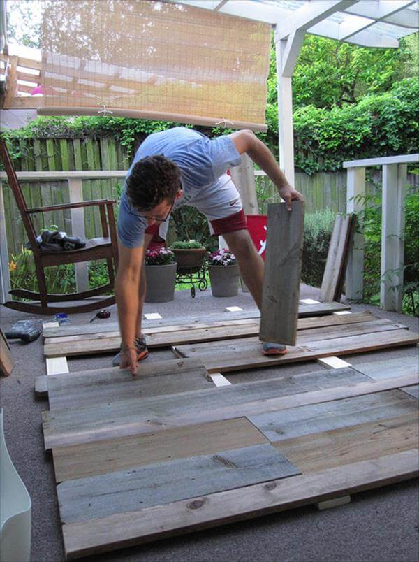 filling of planks for a headboard