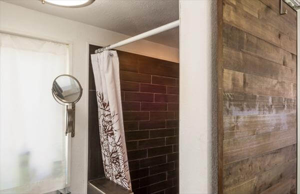 recycled pallet bathroom wall