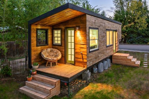 recycled pallet outdoor shed