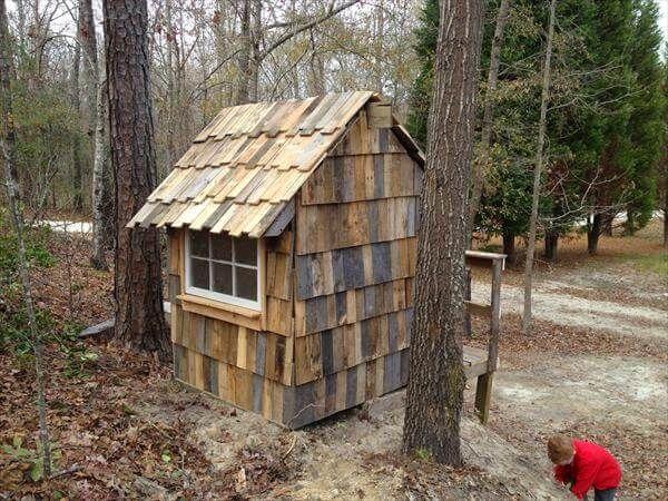 repurposed pallet playhouse
