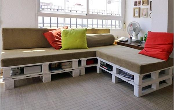 Diy pallet sectional sofa for living room 99 pallets for Make a pallet sofa