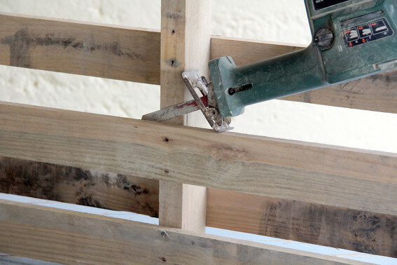 removing of pallet planks