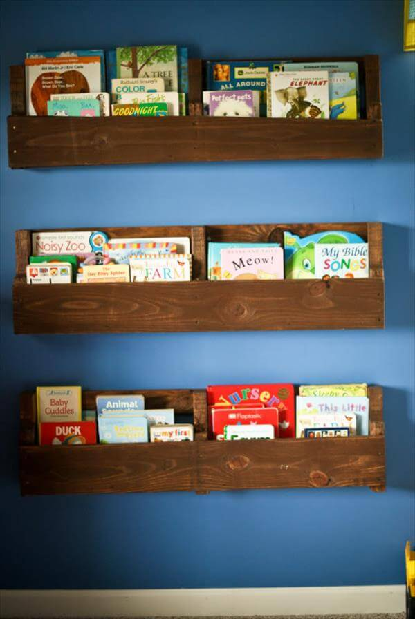 Wooden Pallet Bookshelves Tutorial | 99 Pallets