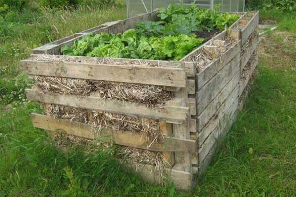 9 diy pallet garden bed ideas 99 pallets for Gardening using pallets