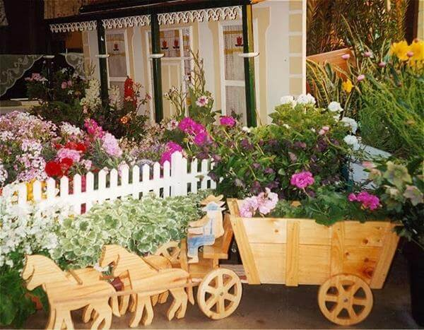 Recycled Pallet Horse And Cart Planter