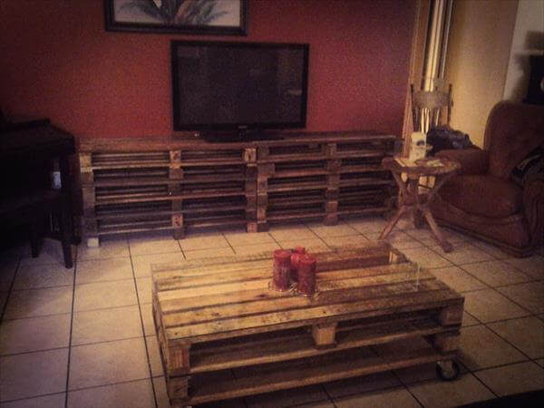 recycled pallet media console and coffee table