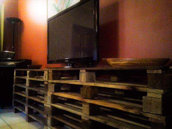 upcycled pallet media console table